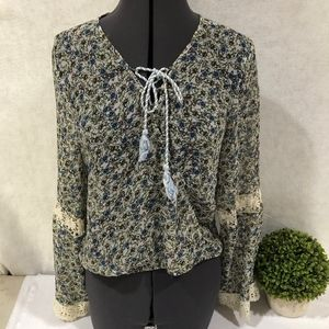 Cupcakes and Cashmere Crop Flower Top Lace Sleeves